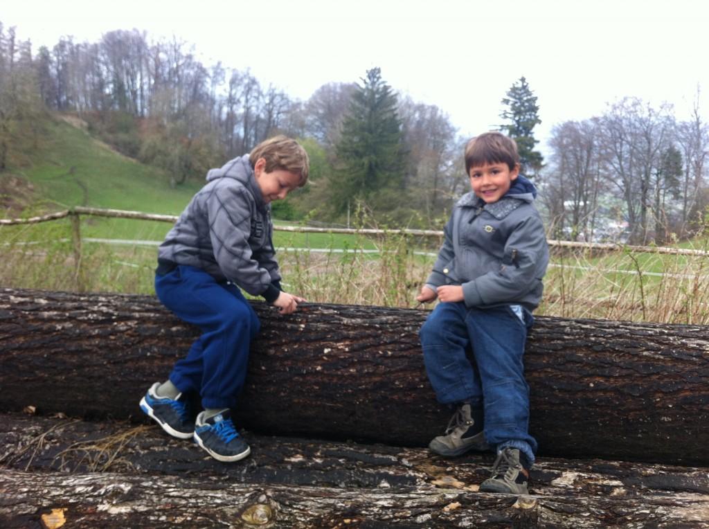 Meine beiden Söhne mit dem Taschenmesser